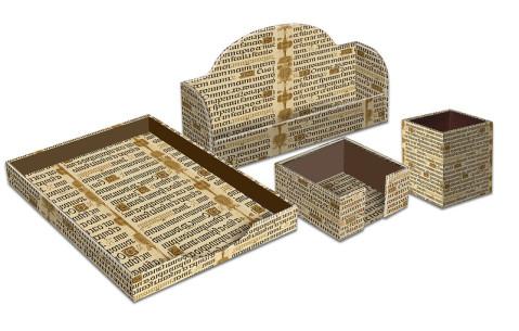 objetos de escritorio forrados con diseo letra gtica