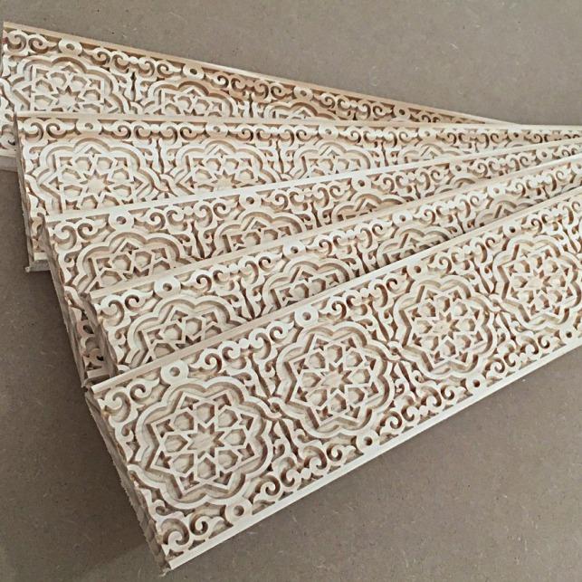 cenefa moldura tallada en madera
