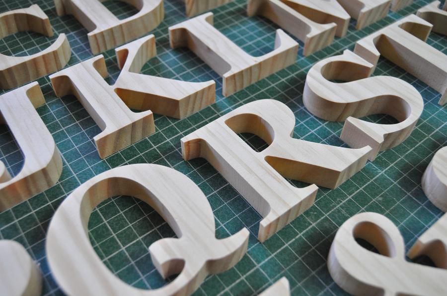 detalle letras decorativas de madera - Letras Decorativas